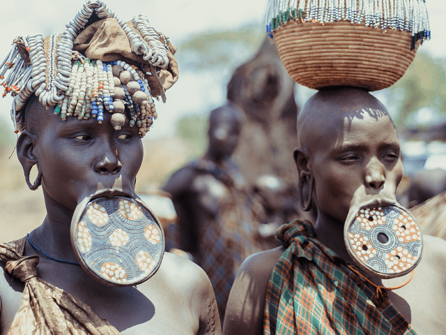 Ženy z kmeňa Mursi, Etiópia