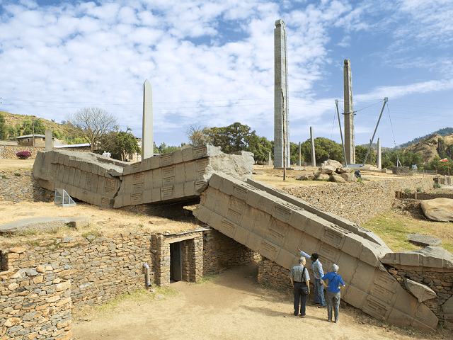 Zrutený obelisk Ramhai, Aksum, Etiópia